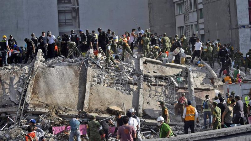 Photo of collapsed building in Mexico after earthquake