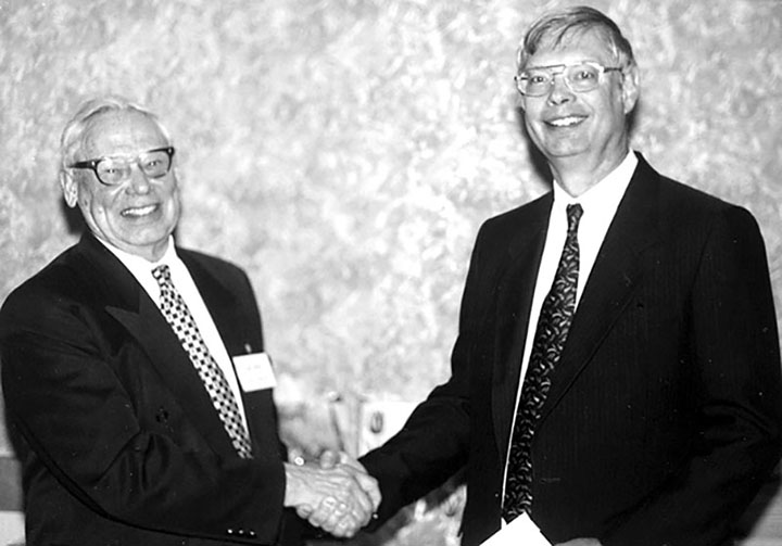 John Iliffe, VA3JI, congratulates Fred Hammond, VE3HC, on being named as a Member of the Canadian Amateur Radio Hall of Fame in May 1997.